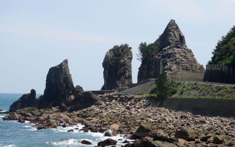 夫婦岩(みょうといわ)