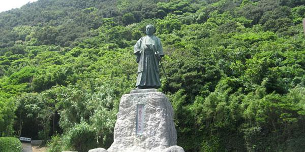 中岡慎太郎 銅像