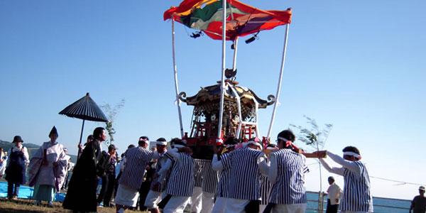 岩戸(いわど)神社秋祭